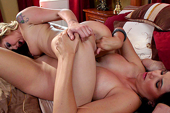 Sienna Milano and Missy Martinez  in : Muff-Diving Off The Coast Of Dykeachusetts